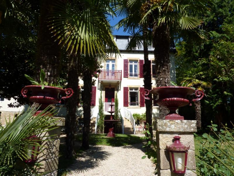 Piliers et façade du Domaine de Moulin Mer hôtel en Bretagne
