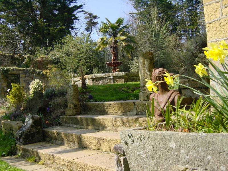 Fontaine et statue pour le jardin d'hôtes en Bretagne