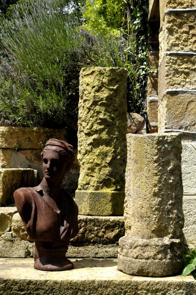 Pilier en pierre pour jardin d'hôtes en Finistère