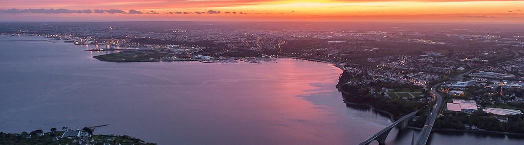 Le soleil se couche sur le Finistère et la rade de Brest