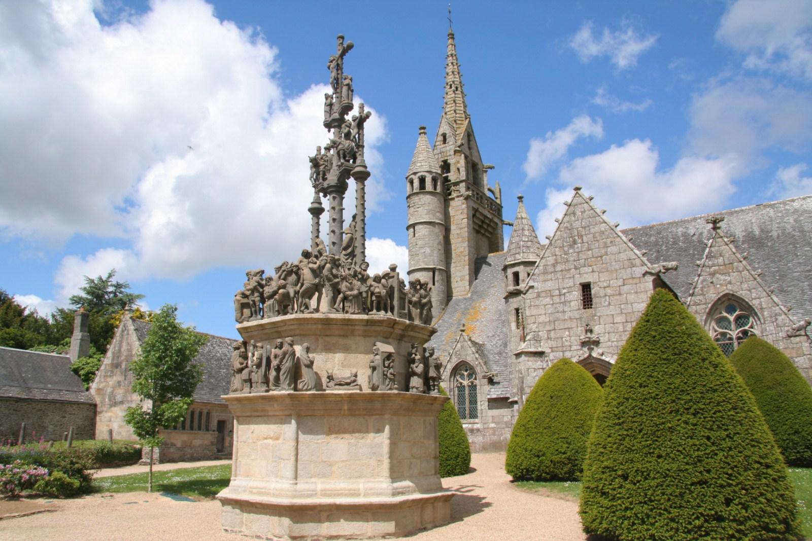 Pleyben, Saint-Thégonnec, Guimiliau les enclos paroissiaux du Finistère