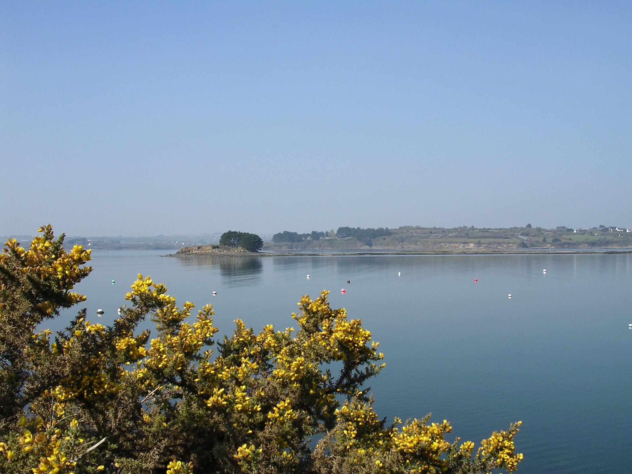 Le Finistère, la rade de Brest et presqu'ile de Crozon depuis Logonna-Daoulas