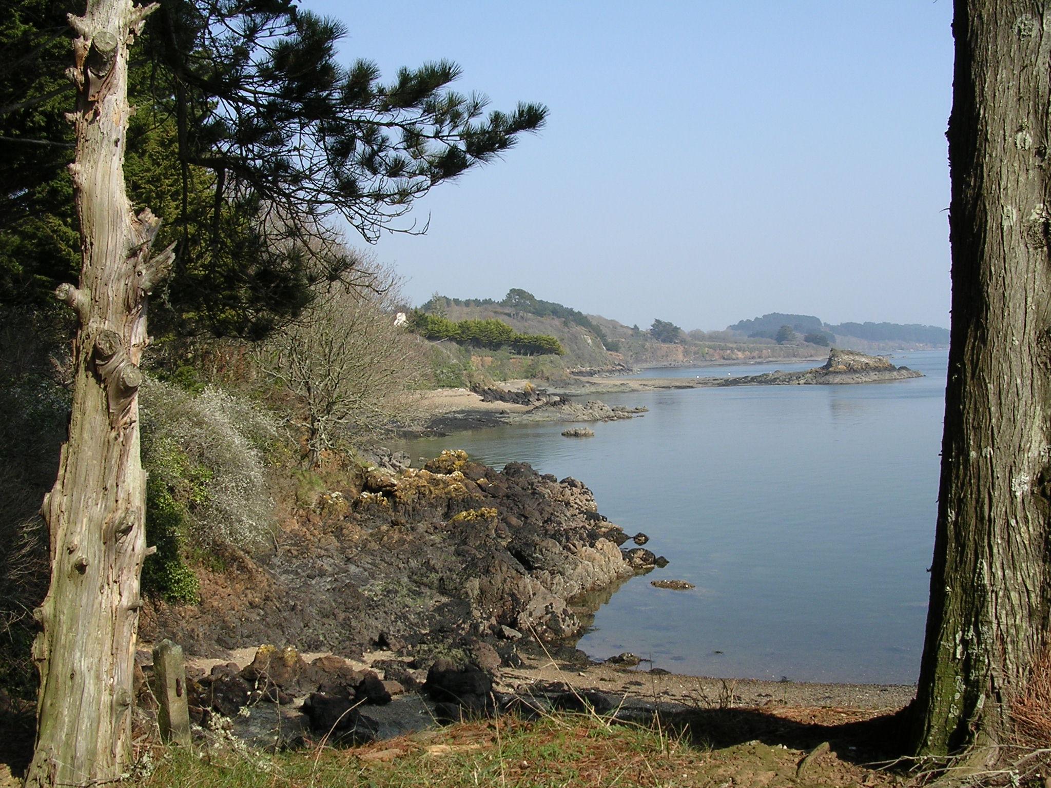Le sentier côtier de la presqu'ile de Logonna-Daoulas proche de Crozon